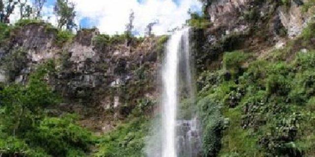merupakan salah satu object wisata di tepi sungai Kampar yang banyak mempunyai Air Terjun Air Terjun Alahan Yang Indah dan Mempesona