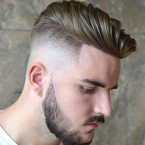 Taglio di capelli rasati ai lati