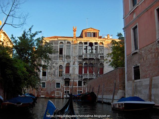 Passeio pelos canais de Veneza