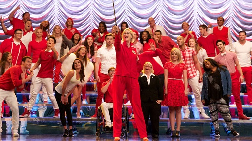 Jane Lynch, Lea Michele, Dianna Agron, Chris Colfer y otros mil actores en Glee (Fox).