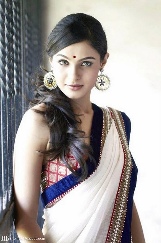 Smiling Face Girl Wallpaper India Latest Saree Fashion Indian Saree Models