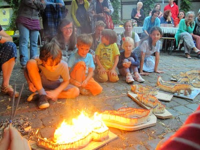 Kreative Kinderbetreuung im Sommer-Workshop