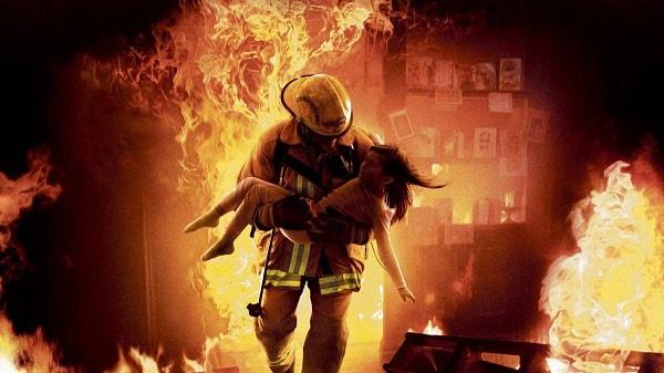 pemadam kebakaran bertaruh nyawa