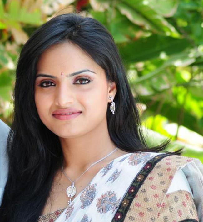 hot sexy bold Ritu kour hot navel pics