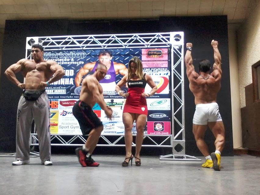 Atletas se apresentam ao lado de Fernando Sardinha em workshop. Foto: Morgana Amaral
