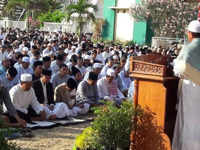 Ribuan Umat Islam Bima Padati Arena Shalat Idul Adha di Halaman Kantor Walikota