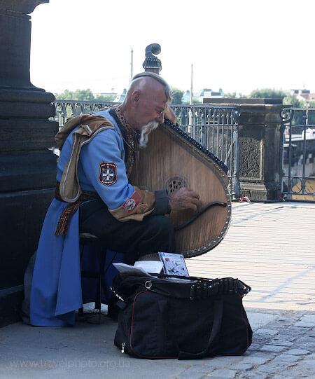 Бандура – один из самых сложных музыкальных инструментов в мире