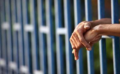 Μαύρο gay φυλακή σεξ