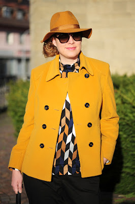 http://seaofteal.blogspot.de/2015/12/retro-print-yellow-black.html