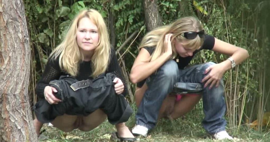 Подсмотрели за писающими в лесу фото