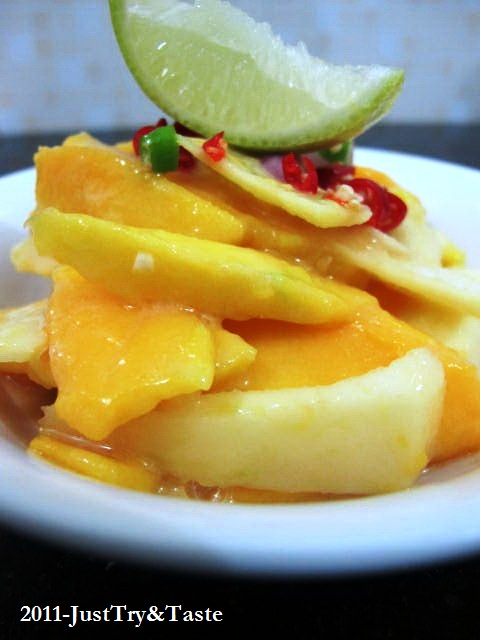 Resep Salad Mangga-Apel dengan Saus Selai Kacang