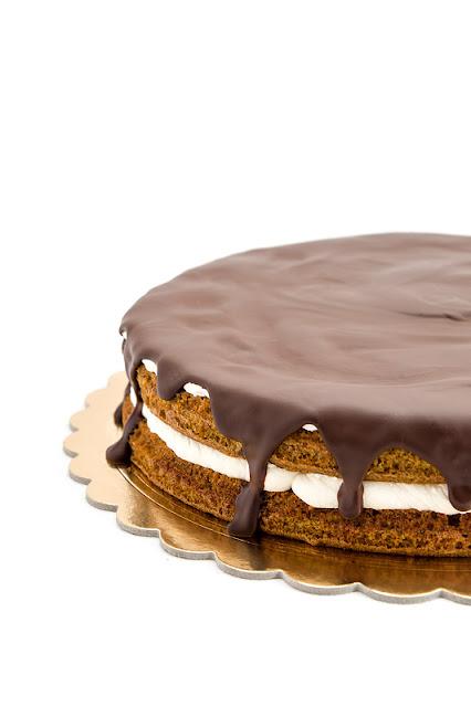 Carrot chocolate cake no gluten - korenčkova torta levi del