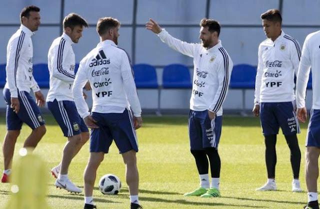 """World Cup 2018: Argentina tung đội hình """"hàng chợ"""", fan sợ Messi đơn độc 1"""