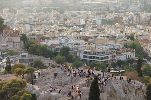 Ateena ja Acropoliksen kalliot