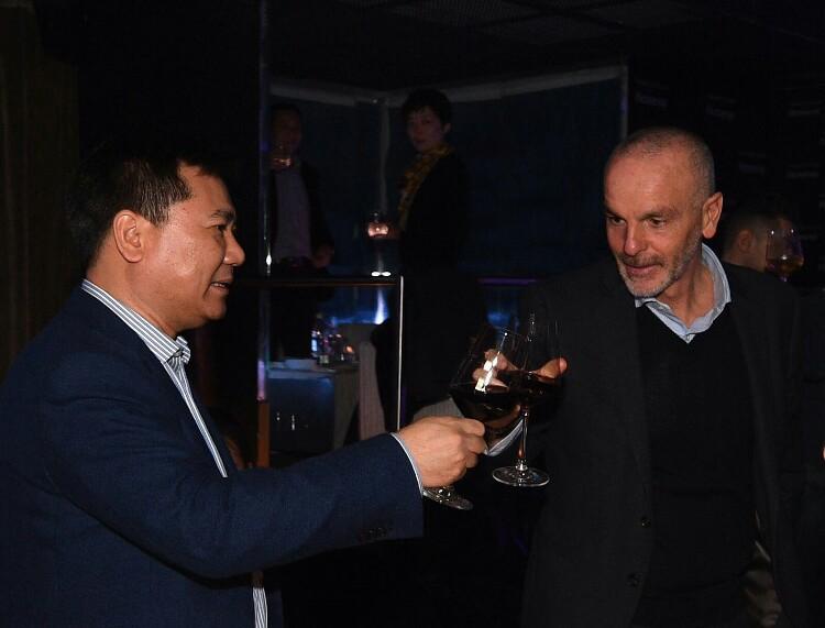 Zhang Jindong e Stefano Pioli a cena