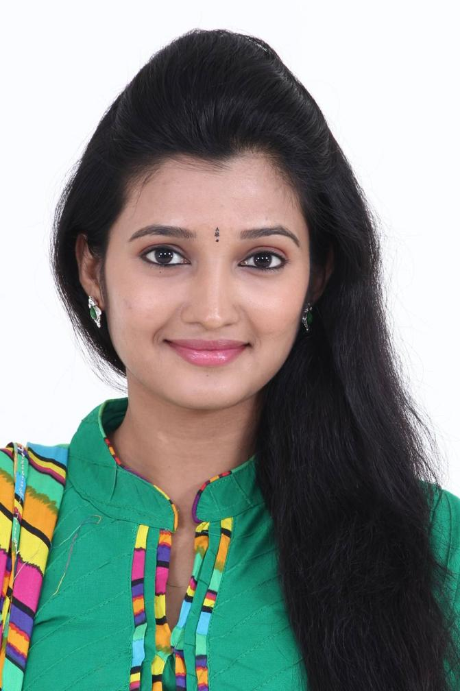 Beautiful Tamil Girl Deepthi Shetty Smiling Face Closeup Stills