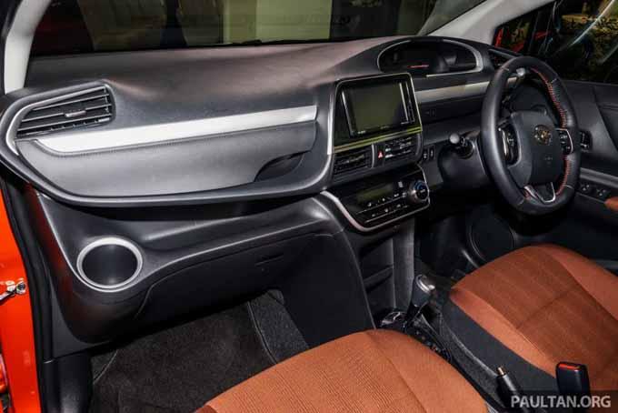 Foto Toyota Sienta Ruang Dalaman