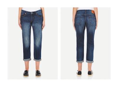 Классические широкие джинсы бойфренды на фигуре перевернутый треугольник