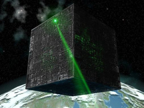 Un inmenso objeto en forma de cubo se ha visto sobrevolando al Sol