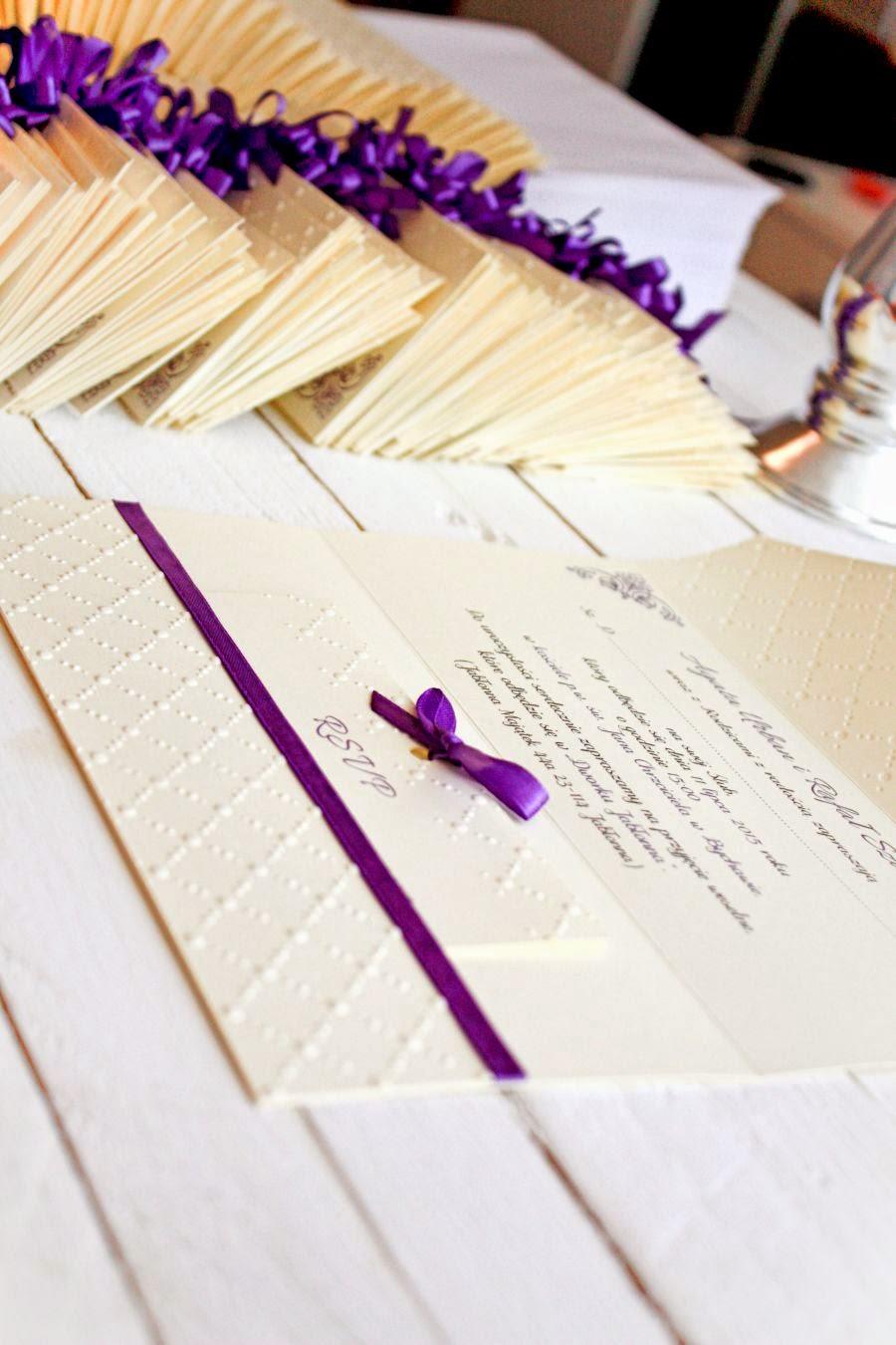 Eleganckie zaproszenia ślubne w kolorze fioletu
