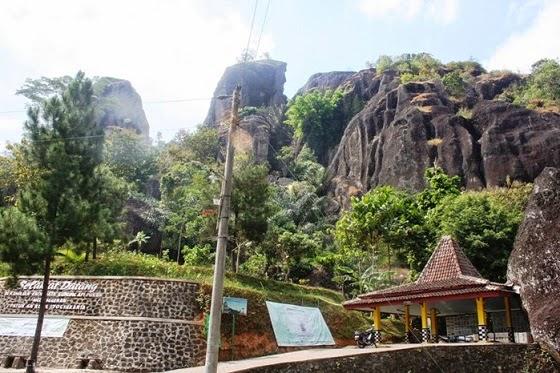 jelajahi keindahan wisata gunung nglanggeran yogya