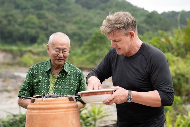 Gordon Ramsay Blusukan, Kena Kotoran Kerbau, hingga 'Tersiksa' Makan Durian di Sumatera Barat