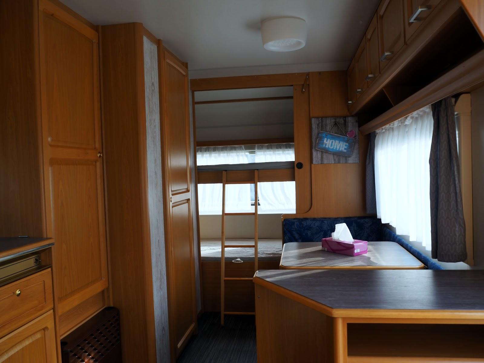 caroku. Black Bedroom Furniture Sets. Home Design Ideas