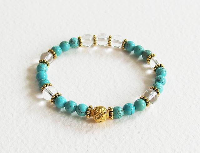 https://www.alittlemarket.com/bracelet/fr_bracelet_precieux_avec_pierres_de_gemme_perles_turquoise_cristal_de_roche_et_metal_dore_bleu_et_or_-16309473.html