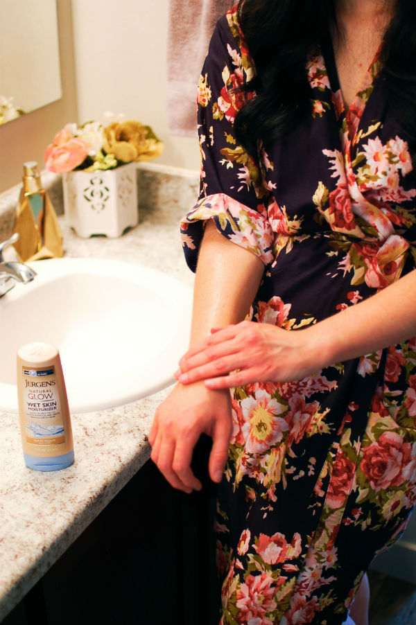 Woman gets ready with Jergens Natural Glow