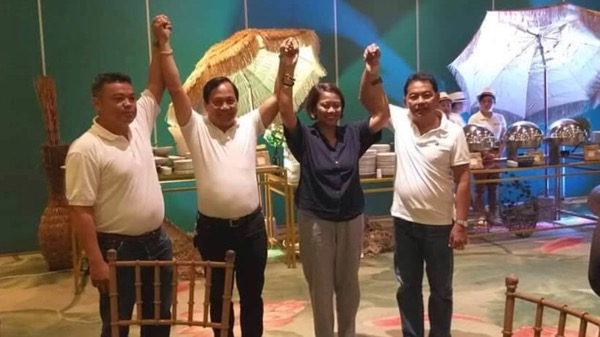 Remedios Veloso poses with fellow UNA candidates including Senator Nancy Binay