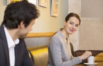 Ποιο είναι το πρώτο πράγμα που παρατηρούν οι γυναίκες σε έναν άντρα;