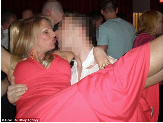 otog qi cougars dating site Analysts at dating site plentyoffish say four of the top 10 cities for cougars are in texas.