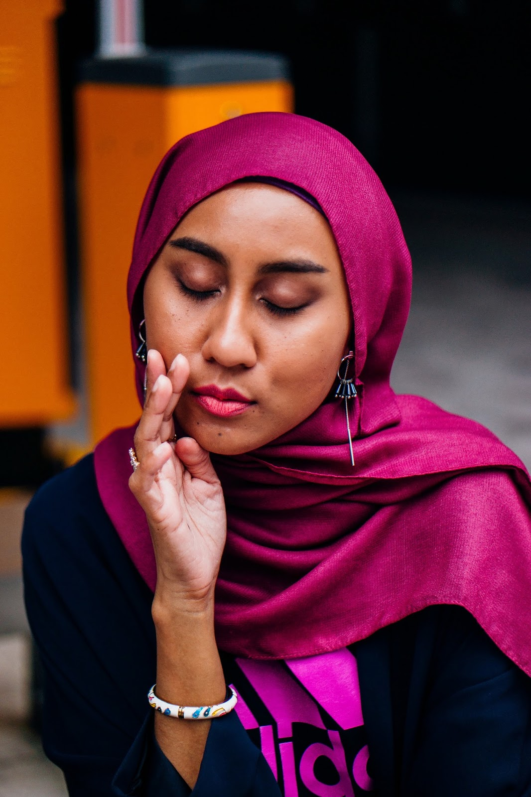 How to wear hijab with earrings