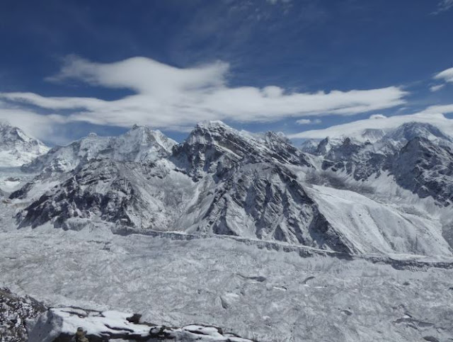Ngozumba Glacier visto dal gokyo ri
