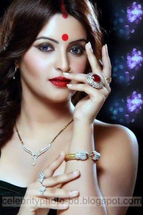 Top New Bangladeshi Model and Actress Pori Moni's Beautiful Latest Photos and Wallpapers (21 Photos)