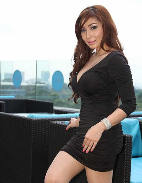 berita film Margaretha terbaru swimming gaun mini hita dress ketat