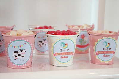 Resultado de imagem para decoração de festa com baldinhos com doces