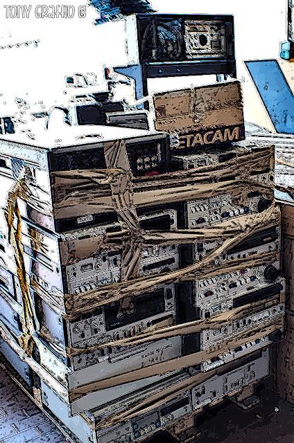 Vari registratori Betacam e BVU pronti per la traslazione al cimitero del VTR