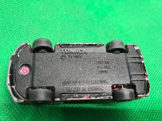 NISSAN GT-R RACING のおんぼろミニカーを底面から撮影