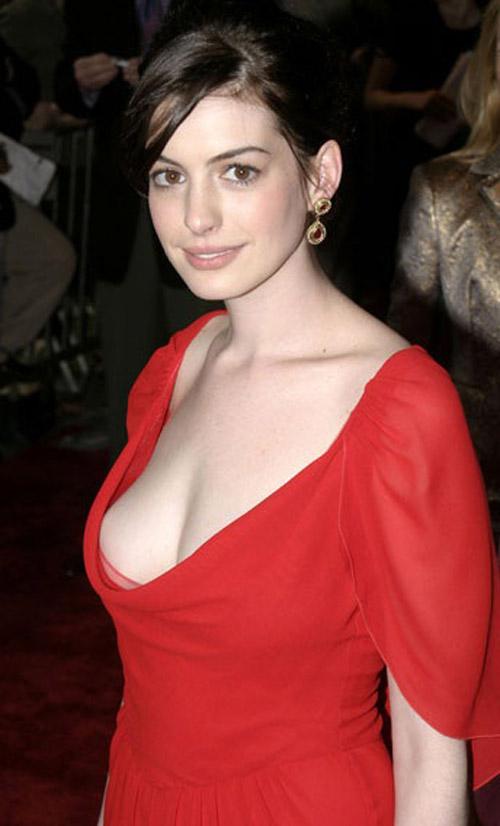 Anne hathaway hot boobs