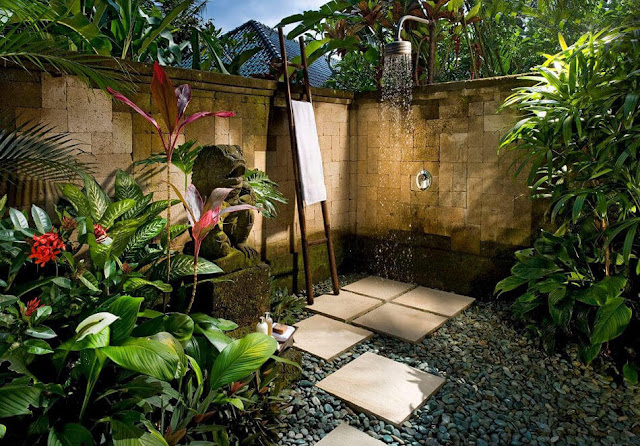10 Amazing Examples of Outdoor Shower