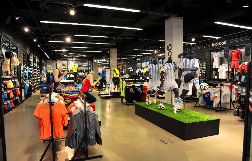 9f26a93552423 Produtos nas lojas da Adidas em Miami