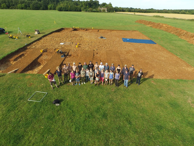 6,000-year-old long barrow uncovered near Cirencester, England