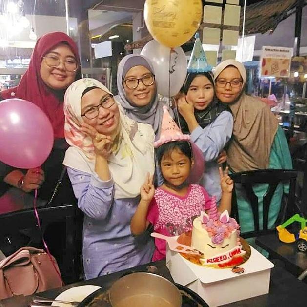 Surprise birthday party untuk Fina @ Dkayangan Steamboat Shah Alam