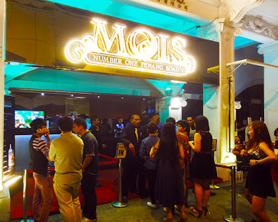 friday night at mois disco in the center