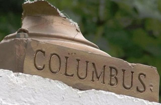 Busto di Colombo devastato e festa cancellata, così l'America si prepara al Columbus Day