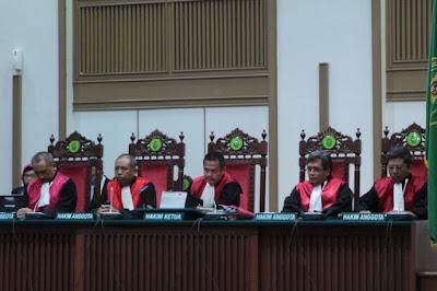 Benarkah ketiga hakim dalam vonis Ahok diming imingkan jabatan ?
