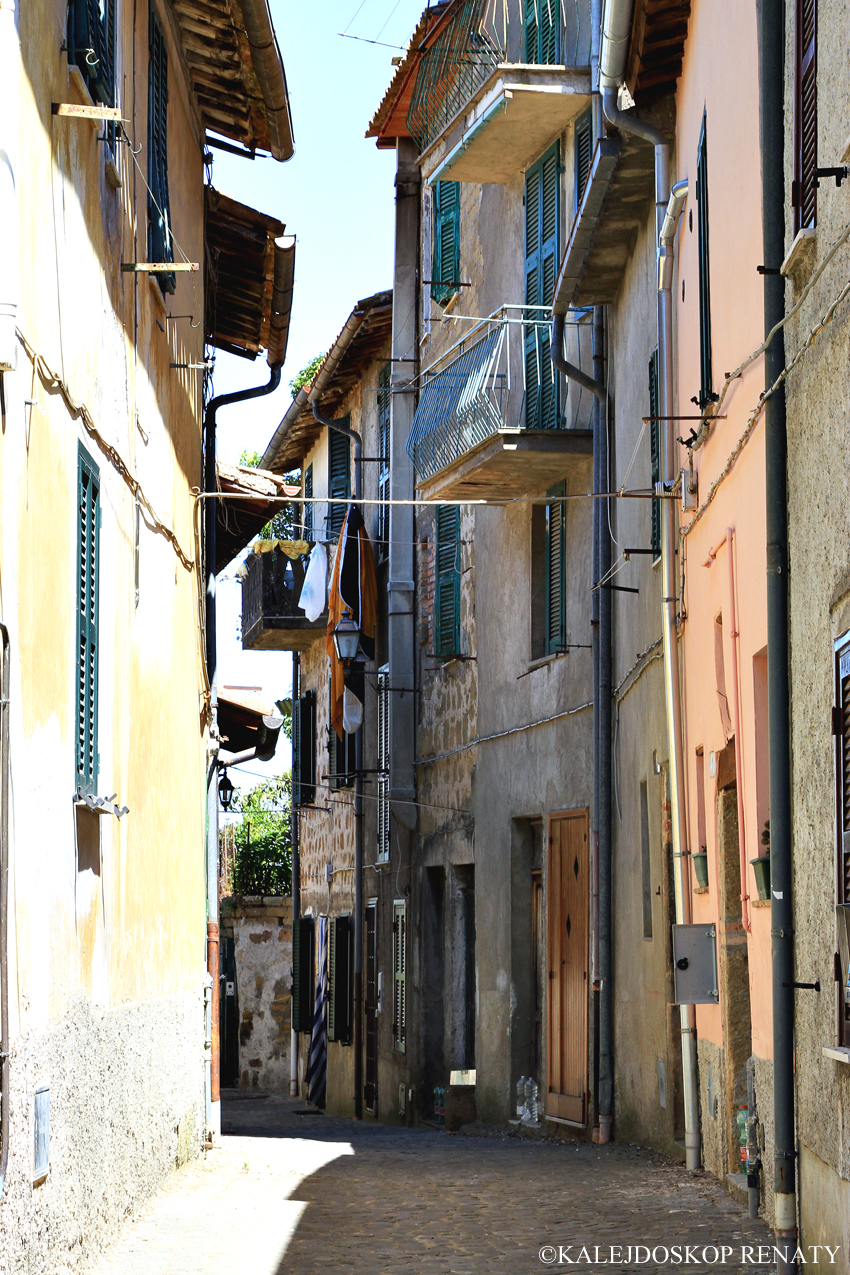Vitorchiano małe miasteczko na tufie koło Rzymu.
