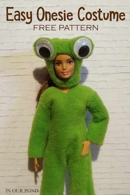 Easy DIY Doll or Elf Onesie Costume // In Our Pond // inspired by My Froggy Stuff // sewing for dolls // elf on the shelf // free pattern // sewing for elves // christmas gifts // costume // easy // DIY