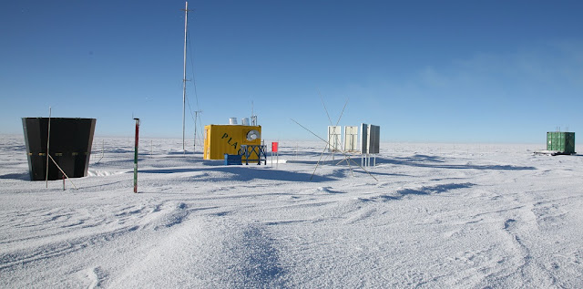 Equipment deployed at Dome A in Antartica, a site as high as Maunakea and 10 times drier, showed that it would be an ideal location for astronomy at terahertz radio frequencies. Xue-Fei Gong/Purple Mountain Observatory